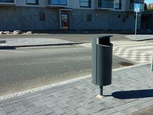 урна окрашенная FINBIN NOVUS на улице
