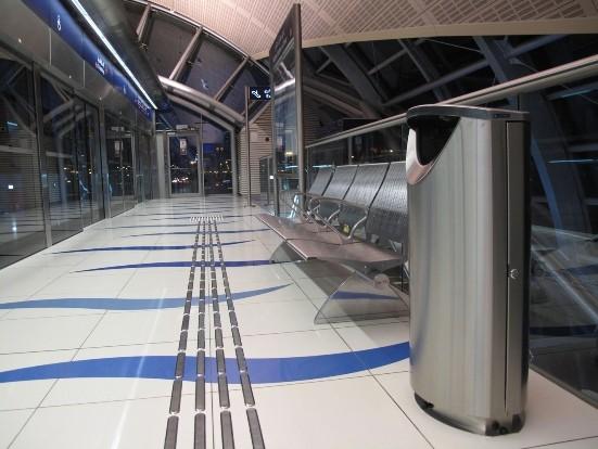 урны FINBIN ELLIPSE 100 в метро Дубай нержавеющая сталь, низкий цоколь