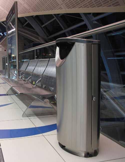 Мусорная урна в метро
