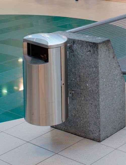 вариант настенного монтажа в торговом центре урны FINBIN СИТИ 30 из нержавеющей стали без пепельницы
