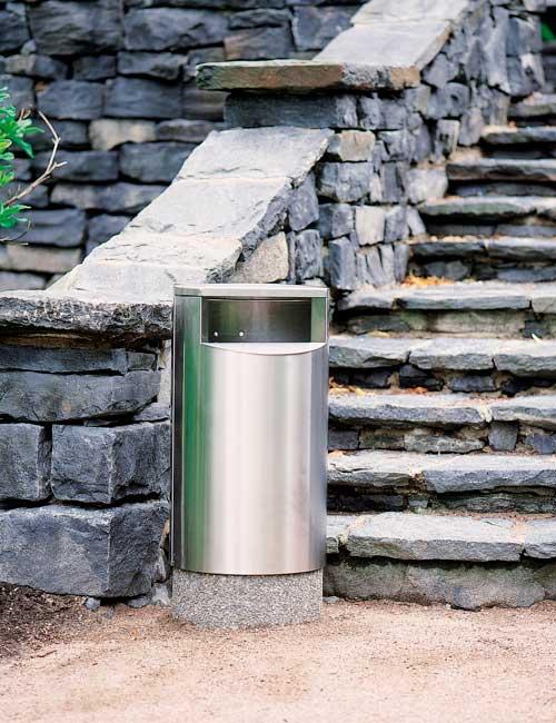 урна в парке на бетонном цоколе FINBIN CITY 60 нержавеющей стали