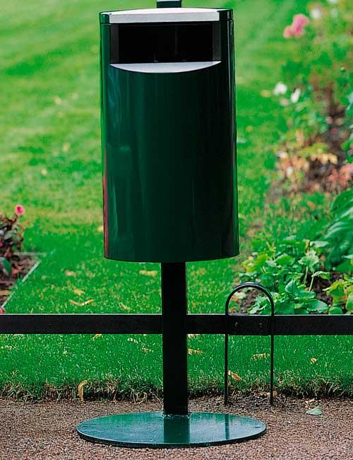 Урна для сбора мусора зеленая FINBIN CITY 30 установка на платформе в парке