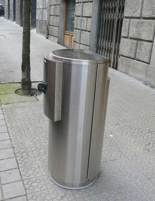 Урна нержавеющая с держателем пакетов под мусор для уборки за собаками FINBIN CITY DOGGY