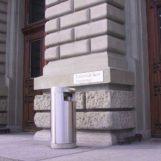 Уникальная урна FINBIN UNIQUE нержавеющая на бетонном цоколе