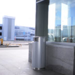 Урна мусорная серый металлик 91 литр на цоколе FINBIN CITY 100