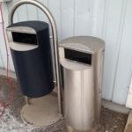 Урны для мусора FINBIN 30 на нержавеющей арке, 60 на бетонном основании