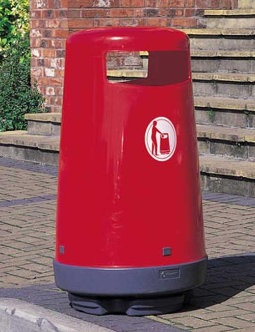 Урна для мусора красного цвета модель Glasdon topsy 2000 уличное кафе
