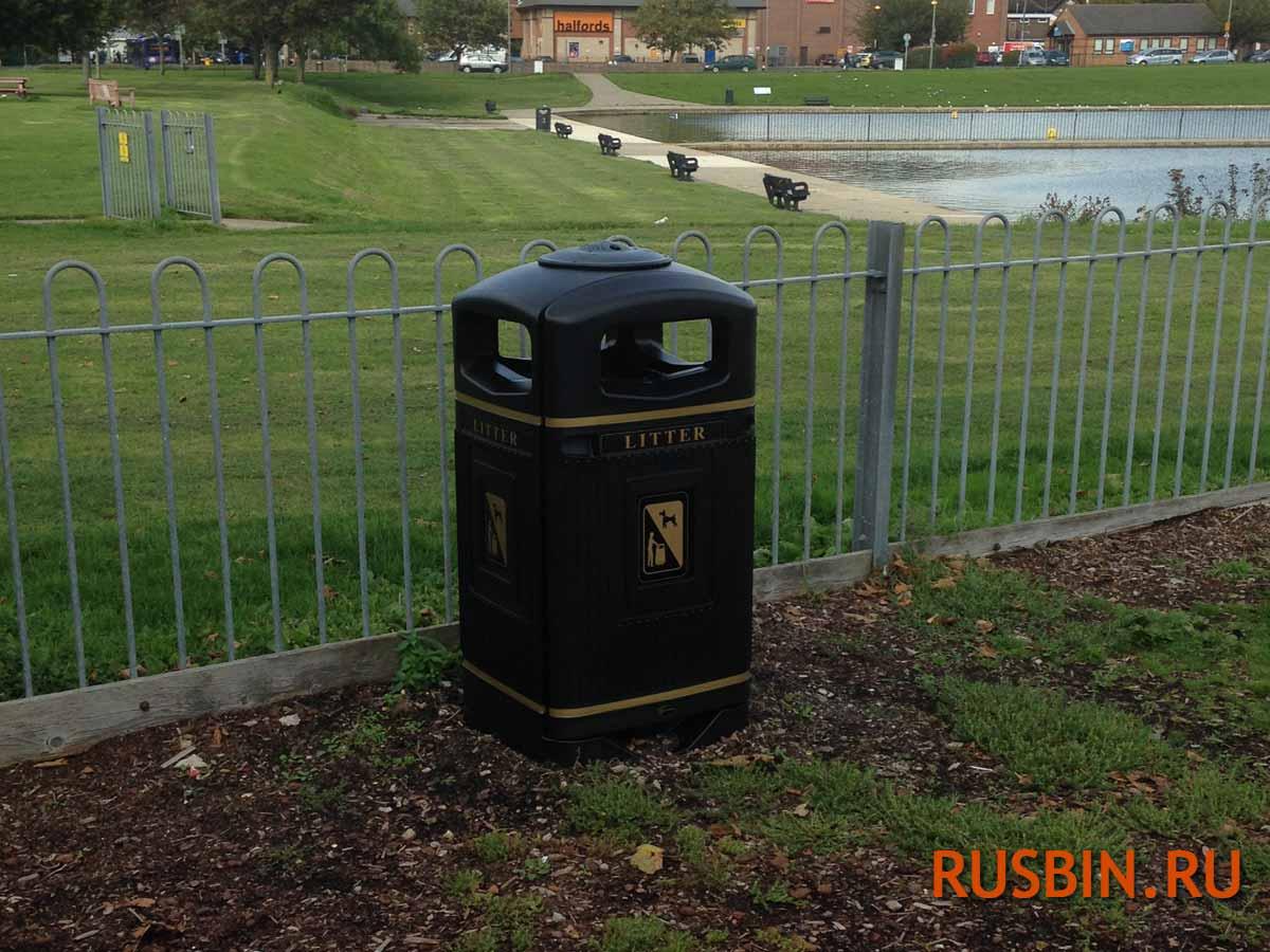 Антивандальная уличная урна для сбора мусора на улице города Glasdon Jubille 110 литров
