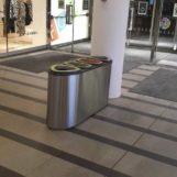 Урна перед входом в торговый центр для раздельного сбора мусора из нержавеющей стали FINBIN BERMUDA 4