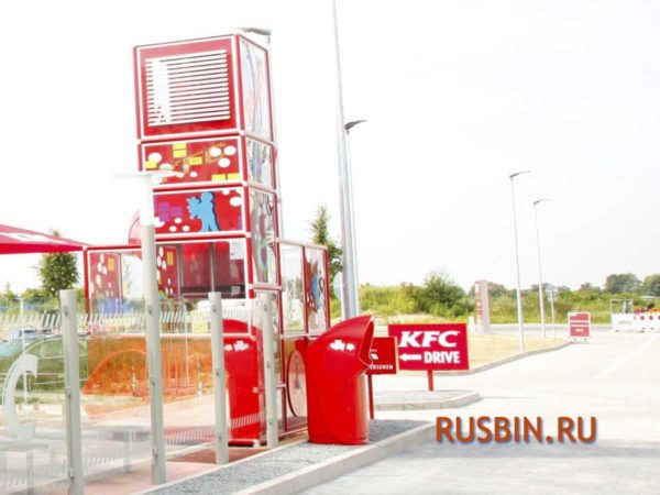 Урна в KFC для сбора мусора из проезжающих автомобилей GLASDON COMBO DELTA Красная