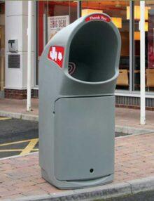 Сбор мусора в урну для футкорта GLASDON Combo Delta серая