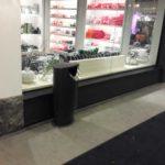 Урна для мусора в торговом центре, черный металлик, FINBIN ELLIPSE 60 на высоком цоколе