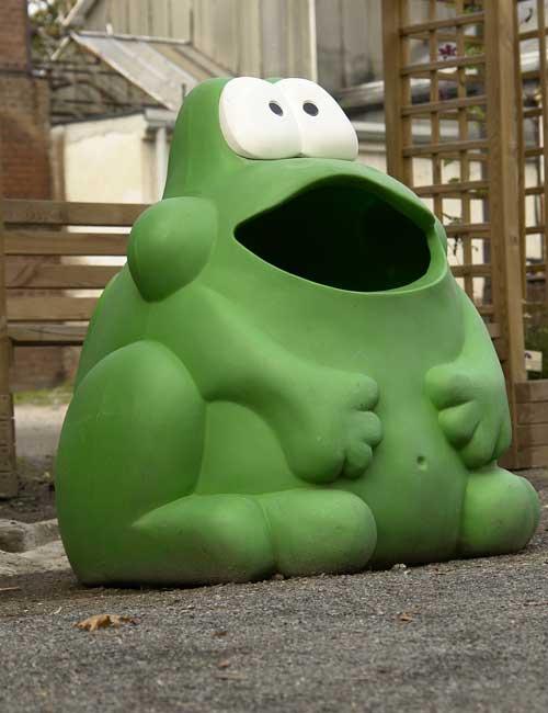 Glasdon Froggo урна для мусора на улице в виде лягушки