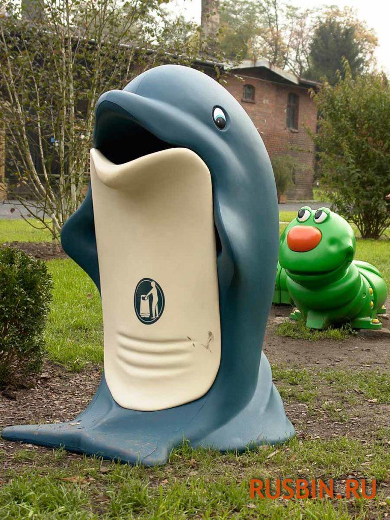Красивая урна для мусора на детской площадке Glasdon splash