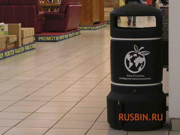 Урна для мусора установленная в ресторане Glasdon Plaza Mini