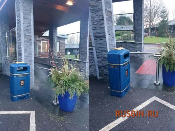 Установленные перед входом темно-синие мусорные урны 70 литров Glasdon Jubilee Streamline