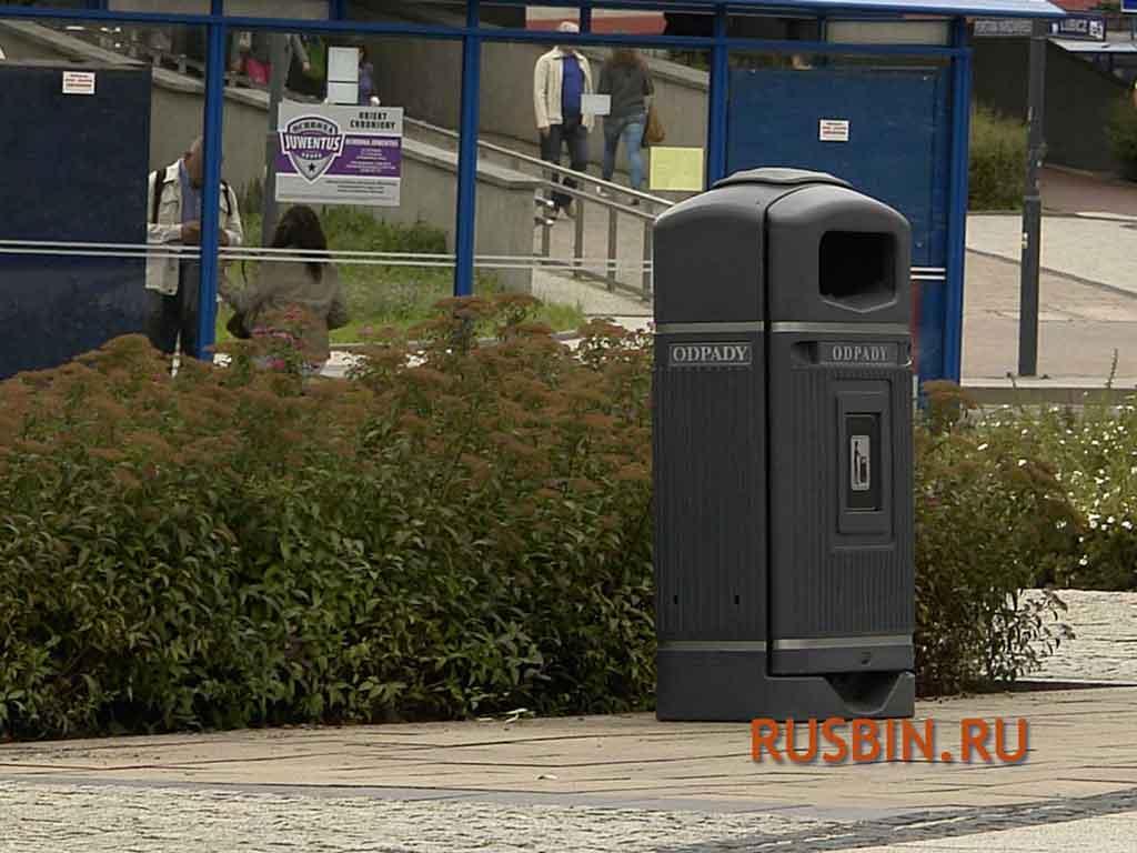 урны для мусора уличные 70 литров черные Glasdon Jubilee Streamline установка на дороге в городе
