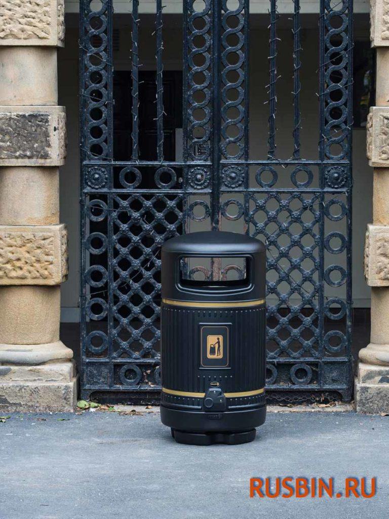 урна для мусора уличная антивандальная Glasdon topsy royal черного цвета