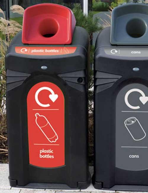 уличный мусорный контейнер для раздельного сбора мусора сбор пластиковых бутылок Glasdon Nexus City 140 красный