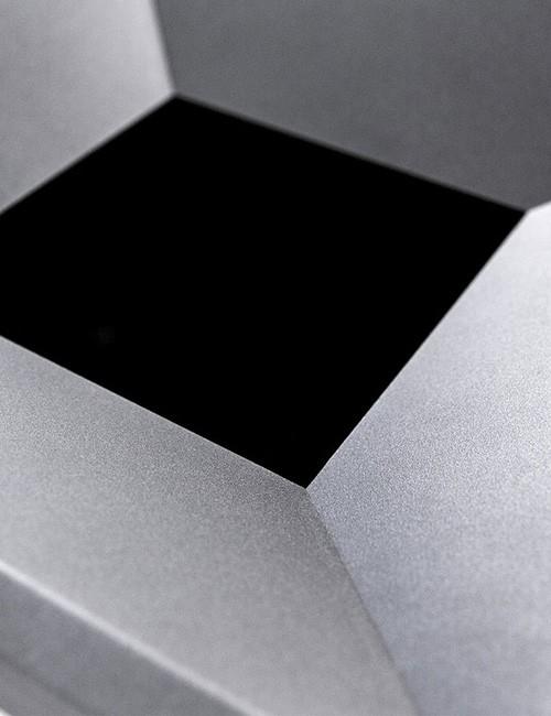 Структурная окраска мусорного проема черный металлик прямоугольной урны FINBIN EDGE