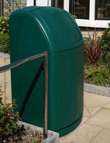 Зеленая урна для мусора большого объема