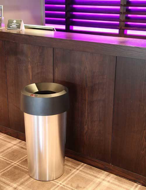 Урна для сбора общего мусора устанавливается внутри помещений Glasdon Vista Round