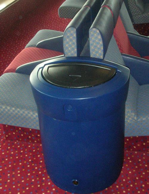 Урна с закрытой крышкой синяя для помещений 90 литров ENVOY