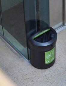 Черная D образная офисная урна для мусора ENVOY