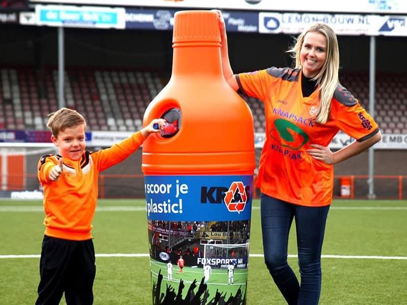 Урна для бутылок на стадионе