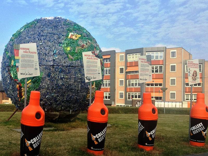 урны - бутылки на фестивале раздельного сбора мусора