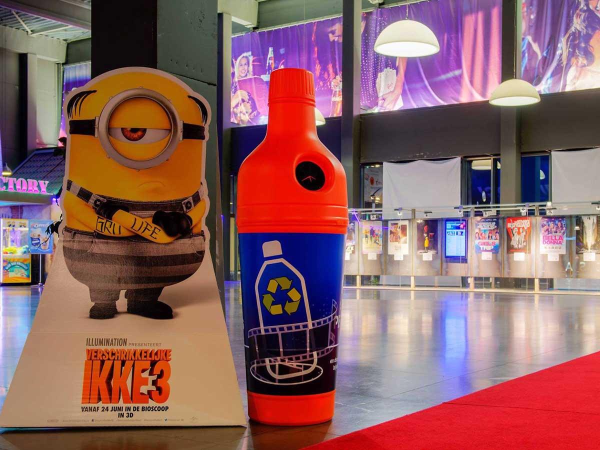 Урна бутылка в торгово- развлекательном центре