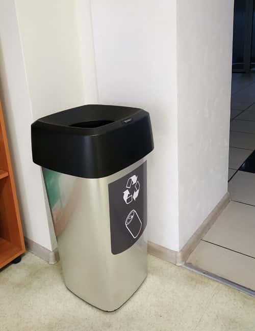 Серебристая мусорная урна для кабинетов VISTA