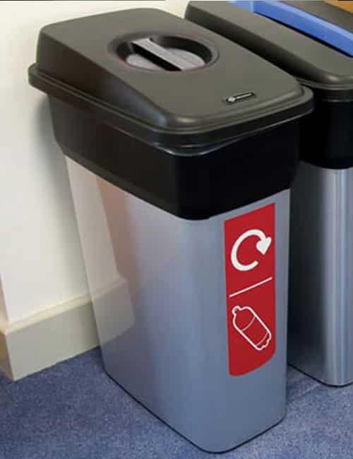 Узкие урны для мусора в помещении Mirage GLASDON