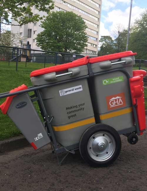 Закрытая мусорная тележка для дворника GLASDON