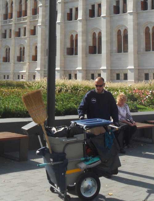 Уличная тележка для уборки мусора